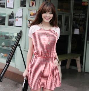 Đầm vai phối ren sọc đỏ
