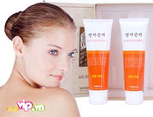 Deal Vip - Bo San Pham Sua Duong Va Sua Duong Am Lam Mat Da YonjiGonji- YonjiGonji Skin And Lotion Set. Gia 149.000VND Chi Co Tai Dealvip.vn