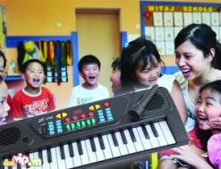 Đàn Organ 37 Phím Nhạc Đạt Chuẩn Kèm Micro : Giúp Con Yêu Cảm Thụ Tốt Hơn Về Âm Nhạc Giá 129.000VND Giảm 61% So Với Giá Gốc 350.000VND Chỉ Có Tại Dealvip.vn - 1 - Khác - Sản phẩm cho bé