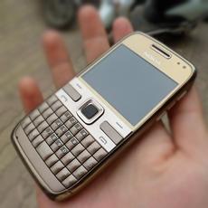 DH Deal - Dien thoai Nokia E72 Chinh hang ton kho - ID1536
