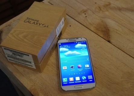 Dien Thoai SamSung Galaxy S4 i9500 - Chip lõi tứ QuadCore 1.9Ghz, cấu hình và mẫu mã giống 100% SamSung Chính Hãng, Chíp Lõi Tứ, Camera 13 MP, Ram 2G, Bộ nhớ trong 16G, cảm ứng siêu mượt, Hàng mới 100% xách tay Singapore. ID531