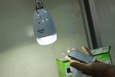 Eshop 24H - Den LED Trai Le Sac Bang Nang Luong Mat Troi