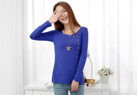 Áo thun nữ nút cách điệu màu xanh