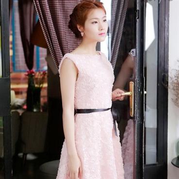 Đầm ren hoa hồng-