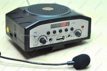 Giá Hot Nhất - LOA NHAC VA RADIO KEM MIC CHUYEN DUNG HO TRO TRO GIANG, BAN HANG (MS : 8.223)
