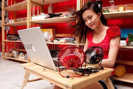 Giá Hot Nhất - QUAT USB MINI LONG SAT (MS : 8115) loai lon, tien dung tai ban lam viec, thoang mat giup ban lam viec tot hon