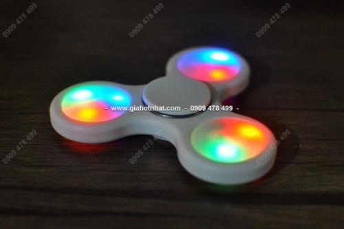Giá Hot Nhất - MS 9421 - CON QUAY DEN LED CO MAU
