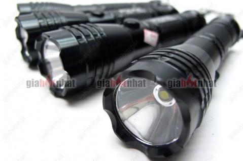 Đèn pin siêu sáng POLICE nhỏ gọn thích hợp khi đi cắm trại, dã ngoại.