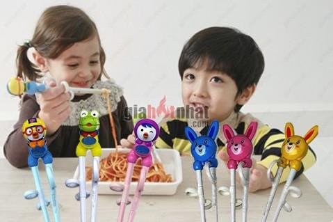 Đũa tập ăn thông minh giúp bé tập cách sử dụng đũa đúng cách