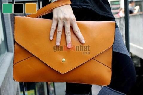 Túi xách bì thư trẻ trung,kiểu dáng được cách điệu từ chiếc túi xách cổ...