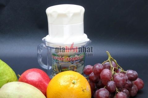 Nước trái cây ép thơm ngon với dụng cụ vắt ép trái cây.Các bộ phận tháo...