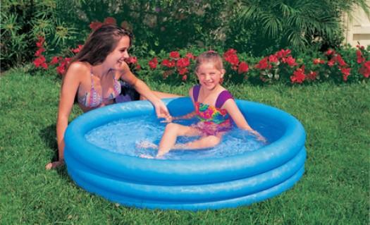 Bể bơi mini cho bé tại nhà