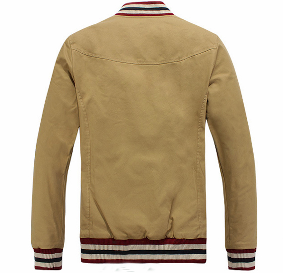 Áo khoác cổ trụ Global kiểu dáng đặc trưng, màu sắc phối nhã nhặn giúp mang lại vẻ đẹp thanh lịch cho các bạn nam.