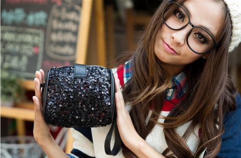Túi xách nữ dạng hộp bằng Kim sa sang trọng và cá tính với thiết kế theo xu hướng thời trang hot nhất hiện nay của Hàn Quốc.Chỉ có 105,000