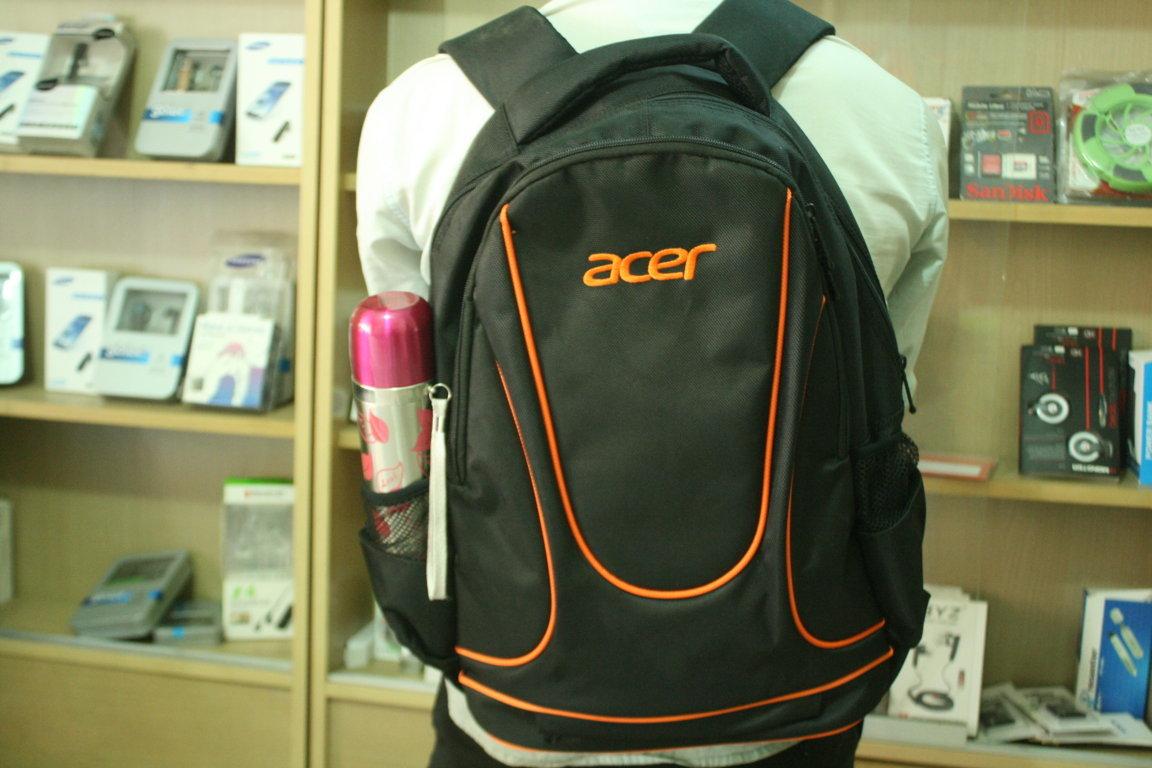 Cơ hội sở hữu ba lô 3 ngăn chính hãng mang tên Balo laptop ACER new 2013 với thiết kế kiểu dáng lạ mắt họa tiết đẹp đựng laptop thời trang và chắc chắn.Chàng vệ sỹ bảo vệ hoàn hảo cho chiếc laptop cưng của bạn.