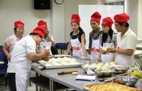 Tham Gia Khóa Học Làm Bánh Su Mềm Nhân Kem Tươi Và 1 Loại Bánh Âu Tại Trung Tâm Dạy Nghề Bánh Nhất Hương (Baker Love). Giá 400.000 VNĐ, Còn 125.000 VNĐ, Giảm 69%.