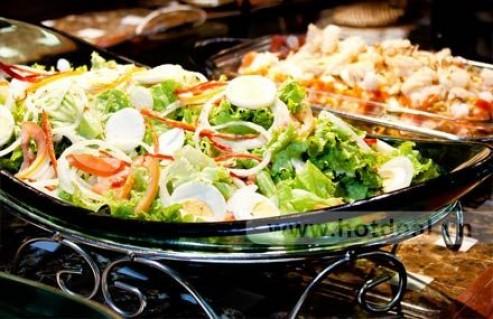 Thỏa Thích Thưởng Thức Hơn 50 Món Ăn Thơm Ngon, Hấp Dẫn, Được Chế Biến Công Phu Với Buffet Trưa Tại Nhà Hàng Phú Khang. Voucher 179.000 VNĐ, Còn 99.000 VNĐ, Giảm 45%.