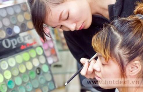 Tự Tin Make Up Cho Bản Thân Xinh Đẹp, Quyến Rũ Với Khóa Học Trang Điểm Cá Nhân Nâng Cao. Voucher 700.000đ Chỉ Còn 75.000đ. Giảm 89%