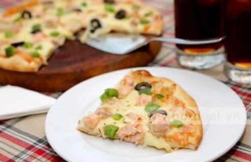 Thưởng Thức Hương Vị Thơm Ngon Của Pizza Cá Hồi Size M Và 2 Ly Nước Ngọt Tại Nhà Hàng Dijon's Pizza. Voucher 180.000 VNĐ, Còn 99.000VNĐ, Giảm 45 %.