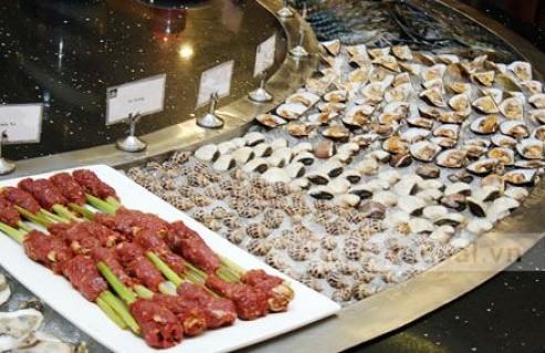 Thưởng Thức Buffet Tối Với Hơn 130 Món Ăn Thơm Ngon, Hấp Dẫn Của Các Nước Trên Thế Giới Và Việt Nam Tại Nhà Hàng Avatar Buffet. Voucher 379.000 VNĐ, Còn 270.000 VNĐ, Giảm 29%.