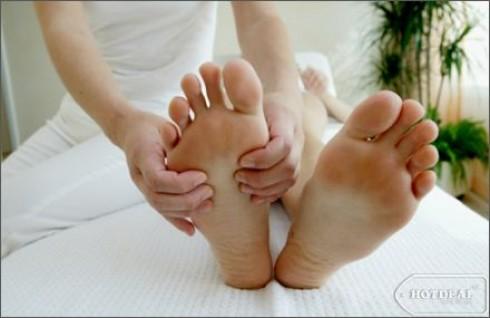 Tái Tạo Sức Sống Cho Đôi Bàn Chân Và Tận Hưởng Cảm Giác Thư Giãn Thoải Mái Với Gói Dịch Vụ Massage Chân – Chườm Ngải Cứu (75 Phút) Tại Hà Nội Foot Massage. Voucher 180.000Đ Chỉ Còn 79.000Đ. Giảm 56% Tại