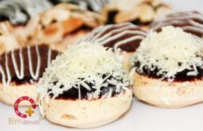 Thưởng Thức Hương Vị Bánh Su Mềm Mại, Thơm Ngon Với Hộp 12 Bánh Su Loại Medium Tại Bim Donut. Voucher 120.000 VNĐ, Còn 72.000 VNĐ, Giảm %.
