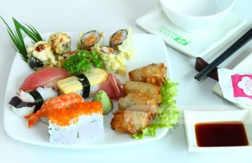 Thưởng Thức 1 Trong 3 Món Lẩu Thơm Ngon Hoặc Set SuShi Hấp Dẫn Trong Không Gian Ấm Cúng Và Sang Trọng Tại Nhà Hàng Shabu Sushi. Voucher 180.000 VNĐ, Còn 85.000 VNĐ, Giảm 53%.