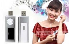 Máy Nghe Nhạc MP3 Đa Năng: MP3, USB, Ghi Âm, FM…- Đầu Cắm USB + Tai Nghe + Dây Sạc Pin USB – Cho Bạn Thỏa Sức Tận Hưởng Âm. Giá 338.000 VNĐ, Còn 169.000 VNĐ, Giảm 50%.