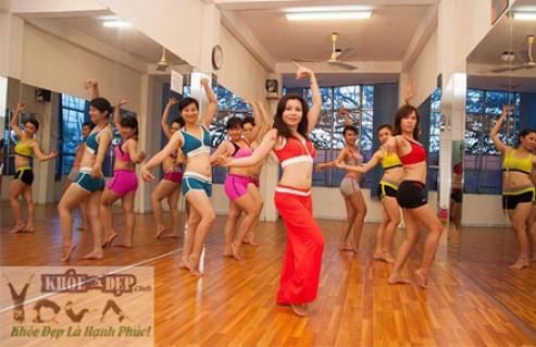 Giảm Cân Hiệu Quả Với 1 Trong 3 Môn Tập: Zumba Fitness - Múa Bụng - Bollywood Dance 12 Buổi Tại CLB Khỏe & Đẹp. Voucher 695.000 VNĐ, Còn 160.000 VNĐ, Giảm 77%.