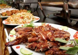 Buffet Tối Với Gần 80 Các Món Chiên Nướng Tại Nhà Hàng Hải Long Vương. Voucher 250.000Đ Chỉ Còn 137.000Đ. Giảm 45%