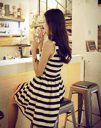 Đầm Kẻ Ngang Xòe Bồng Bềnh