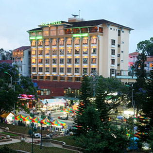 Hot Deal - Golf 3 Hotel 2N1D + An Sang Cho 2 Nguoi
