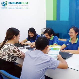Hot Deal - KH Luyen Phat Am Chuan Anh- My Trung Tam English House.