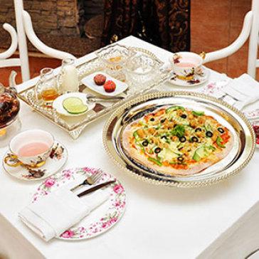 Hot Deal - Set Tra Quy Toc Anh + 01 Banh Pizza Kieu Au Thuong Hang Tu Chon 22cm Tai PNP Tea House