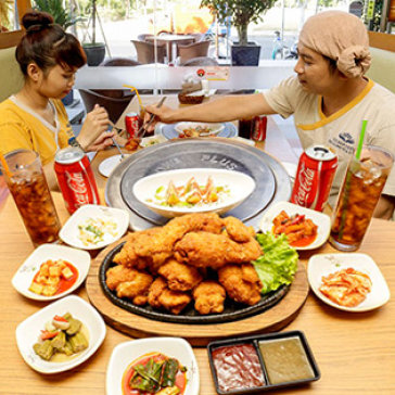 "Hot Deal - Combo - 1 Con ""Ga Ran Dau Hu"" Hoac ""Sot Gia Vi Dau Hu"" + 2 Lon Coca - Mr BBQ & Ssam"