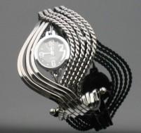 Đồng hồ Vòng xoắn kim loại