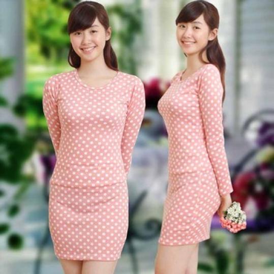 Váy len hồng chấm bi nhẹ nhàng ngày chớm thu
