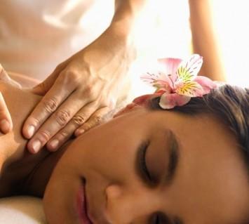 Massage body bấm huyệt thư giãn