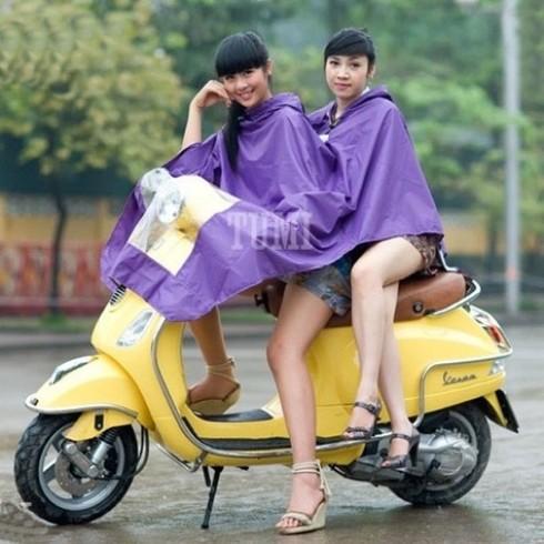 Thời trang với Áo mưa Tumi 2 đầu