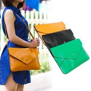 Sành điệu với túi đeo phong cách hình bao thư