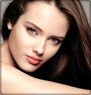 Chăm sóc da mặt bằng mặt nạ collagen vàng 24k
