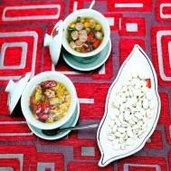 Nhâm nhi trà và ăn vặt tại Trà Hoa Việt