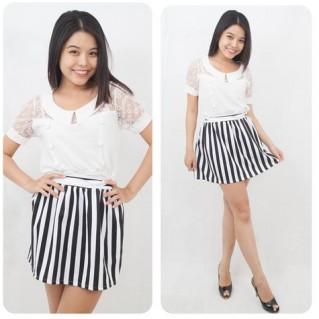 Chân váy xòe sọc trắng - đen phong cách