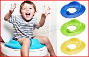 Ghế ngồi toilet cho bé, bảo vệ bé khỏi những vi khuẩn có hại & tập cho bé thói quen đi vệ sinh như người lớn. Chỉ 63.000Đ tại Muatichluy.com