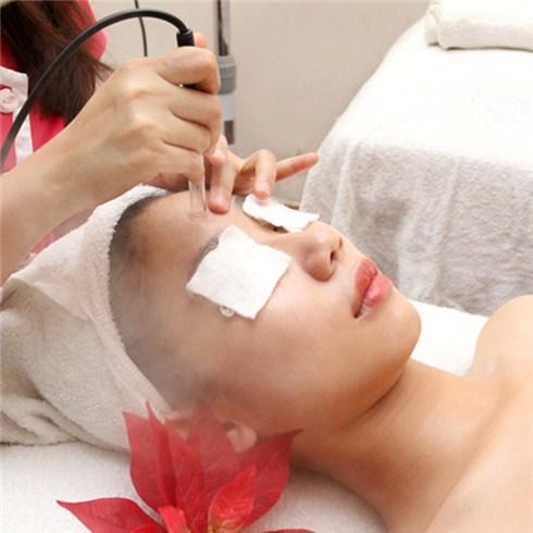 Căng và trẻ hóa da mặt bằng tế bào gốc (120 phút) tại Trúc Spa