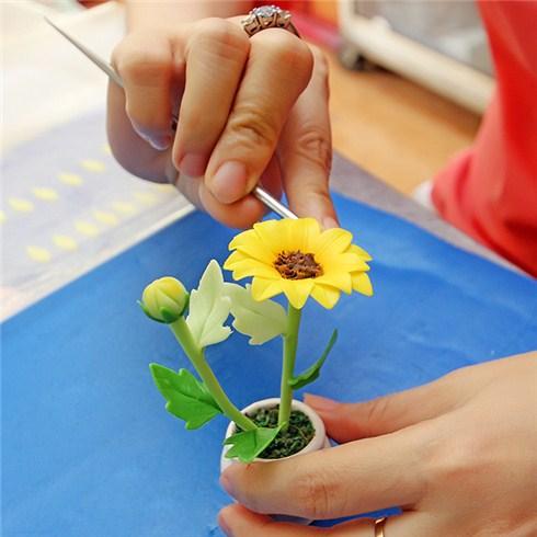 Khóa học tạo hình hoa từ đất sét tại Hoa đất sét Ngọc Điệp