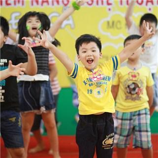 Nhóm Mua - Chuong trinh ban tru he Happy summer camp cho be tai CLB Linh Anh