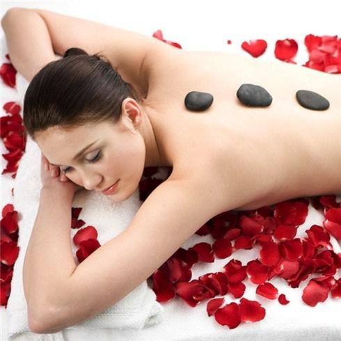Đánh bóng da hoặc massage body tinh dầu đá nóng - Sandy Spa