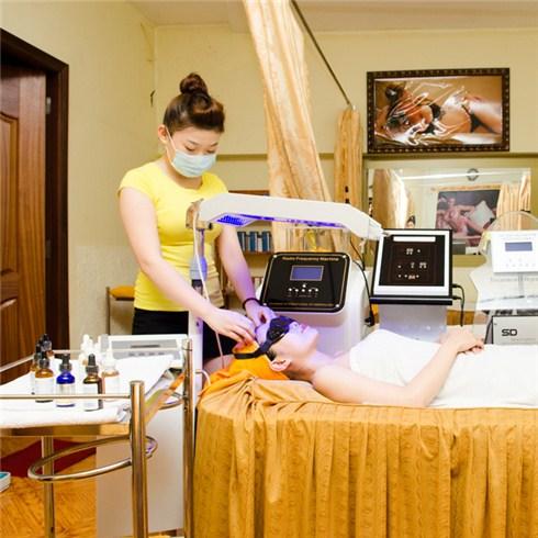 Điều trị mụn tận gốc công nghệ cao tại Sắc Đẹp Vàng