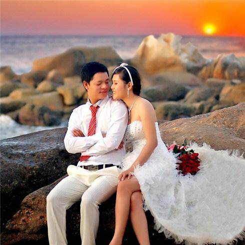Chụp hình cưới ngoại cảnh tại Mariage Étrange Boutique